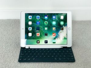 iPad Pro 9.7 32GB with 4G/LTE, SILVER + APPLE PENCIL & KEYBOARD Bowen Hills Brisbane North East Preview