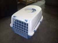 Pet Carrier Medium (for cats or small dogs)