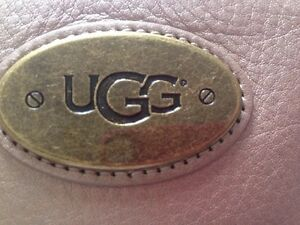 UGG leather Purse 100% Authentic KEY CHAIN POUCH Champagne Colour NEW Ladies