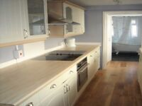 Beautiful 2 Bed cottage house within walking distance from Brentford station