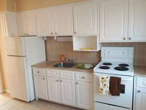 Parkwood / 2 BR / $645/ On Bus Route / H + HW