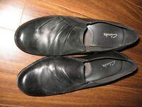 Chaussures noires en cuir NEUVES 10