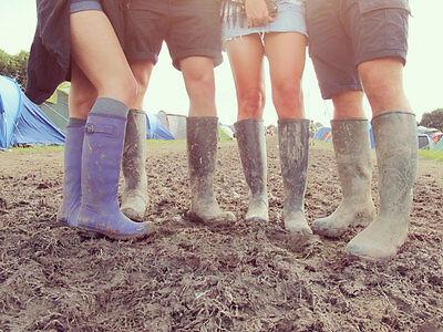 Bunte Gummistiefel sind der perfekte Begleiter fürs Festival. (© Thinkstock via The Digitale)