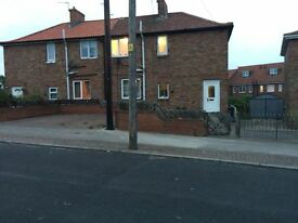 3 Bedroom House to Let. Very Spacious, Huge Garden, Great Location. £200 Bond. No Agent Fees