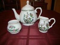ROYAL OAK TEAPOT/CREAM AND SUGAR