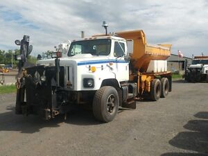 1999 International 2654 T/A Plow Truck at Auction