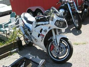 1996 gsxr-1100 parts bike London Ontario image 3