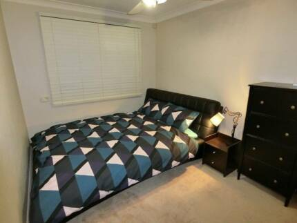 Private Room with queen bed. (Near Gordon) Pool, Spa, Sauna.