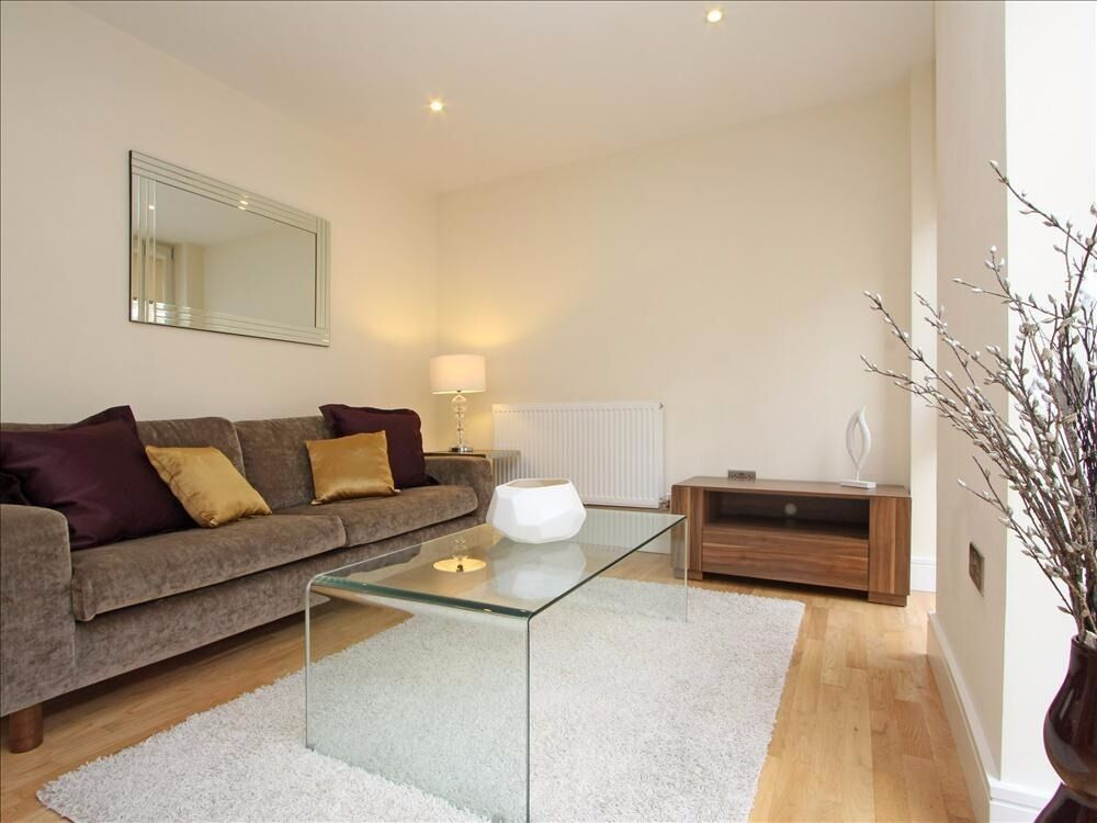 Stunning one bed apartment located on Clapham Road