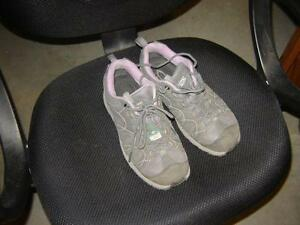 STEEL TOE RUNNING SHOES(SIZE 6EE) London Ontario image 1