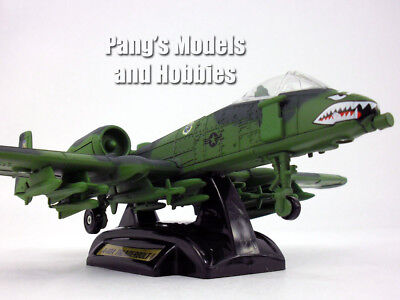 A-10 Thunderbolt II ( Warthog ) - Shark - 1/72 Scale Diecast Model by MotorMax ()