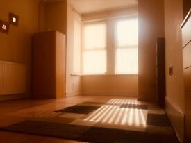 2 Bed Studio Apartment*5 Mins From Hanley/ Newcastle/ Festival Park*PROFESSIONALS ONLY*No DSS= £450