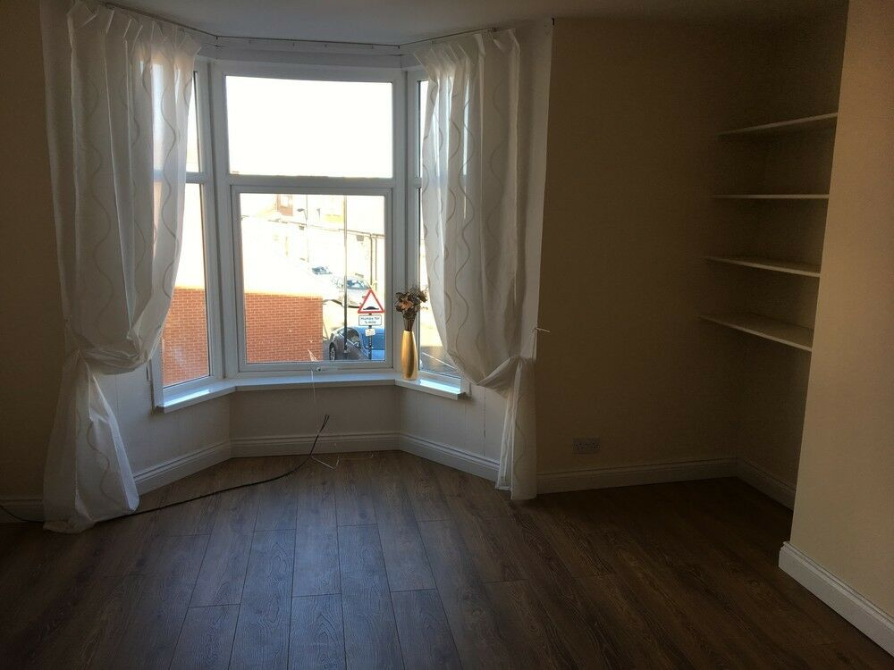 2 bedroom flat in Hylton Road, Sunderland, Tyne And Wear