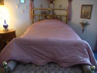 couvre lit rose pour lit double