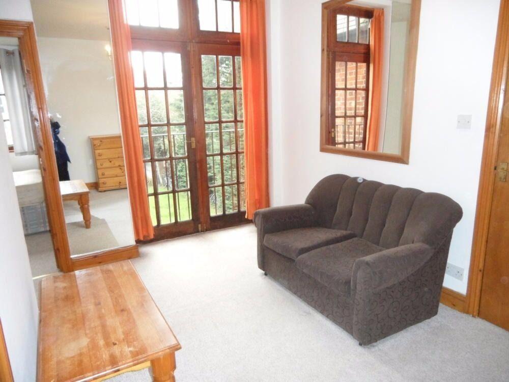 1 Bedroom Flat in Oaktrtee House, North Ealing, W5 3HL