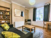 Stunning 1 Bedroom Apartment to Rent Within Walking Distance to Raynes Park Rail & Amenities