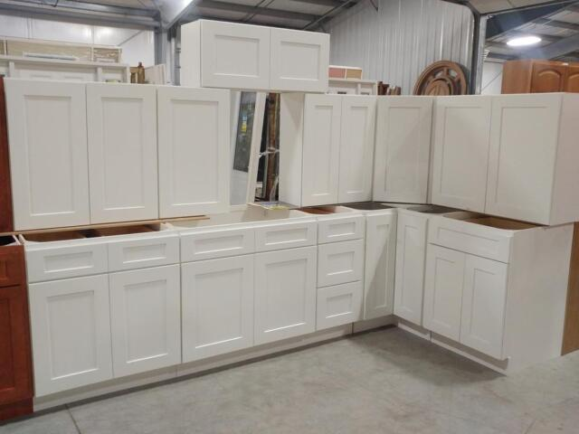 New kitchen cabinet sets at auction cabinets for Kitchen cabinets kijiji