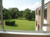 3 bedroom flat in Oatlands Drive, Weybridge, Surrey, KT13