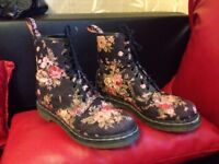 Dr Martens 1460 black victorian flowers canvas boots UK 7 EU 41