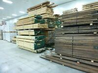 Grand choix de bois d'ébénisterie sêché au four.