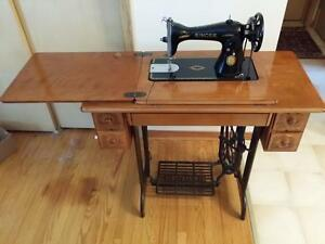 Singer sewing machine (1957) Kitchener / Waterloo Kitchener Area image 1
