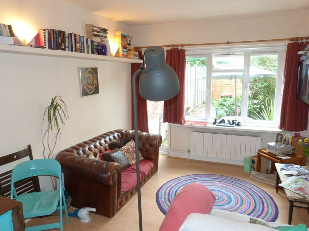 Fantastic one bedroom coach house located a short walk to both to Highgate station