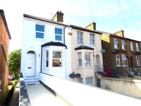 Central Slough Near Train-Station 2 Bedroom Town-House To Let