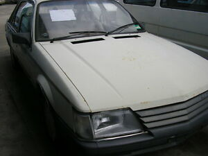 WRECKING-VK-HOLDEN-COMMODORE-1985-SEDAN-AUTO-FOR-PARTS-ONLY-1-WHEEL-NUT