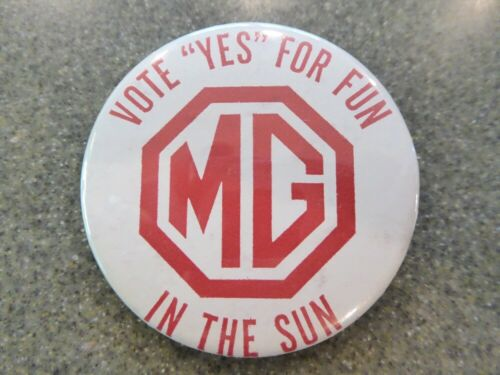 VINTAGE MG AUTO ADVERTISING PINBACK BUTTON - VOTE YES FOR FUN IN THE SUN