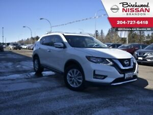 2017 Nissan Rogue SV AWD/Sunroof/NAV/Heated Seats/7 Seater
