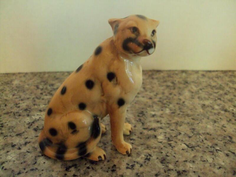 Beautiful Vintage Ceramic Cheetah Figurine -Great Detail ID:56889