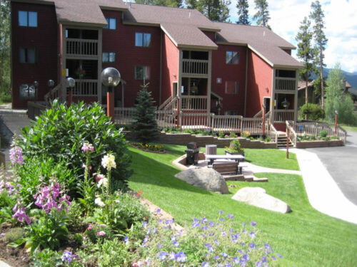 Enjoy Autumn in the Rocky Mountains- Two Bedroom Condo With Private Hot Tub