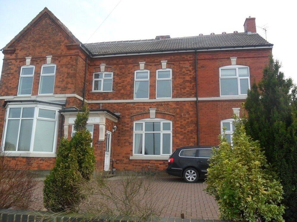 2 bedroom flat in Flat 4 Highbrake Hill Top Road, Bolsover S44