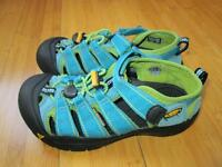 New KEEN Newport Sandals in Turquoise, size 2 NEW