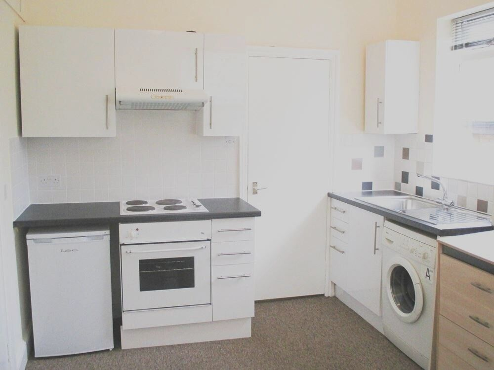 GREAT DEAL! BILLS INCLUDED! MODERN 1ST FLOOR STUDIO FLAT NEAR ZONE 3 TUBE, 24 HOUR BUSES & SHOPS