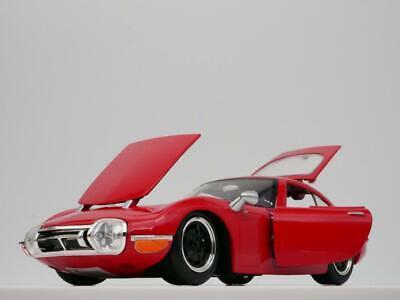 1967 TOYOTA 2000GT RARE 1:24 SCALE DIORAMA DIECAST MODEL CAR