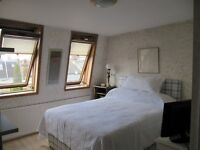 BRIGHT, SUNNY STUDIO ROOM WITH PRIVATE EN SUITE BATHROOM