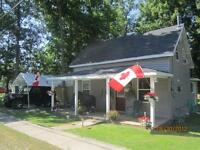 Century home/cottage waterfront Trent River S of Havelock Privat