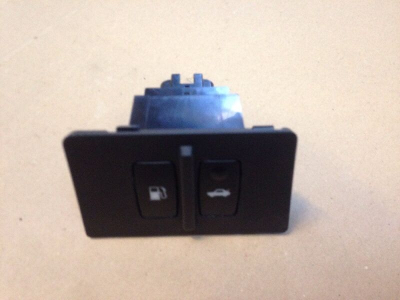 Lexus IS 2007 Trunk Boot & Fuel Flap Opening Switch
