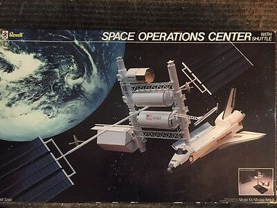 REVELL MODEL KIT #4737 CHALLENGER SPACE OPERATIONS CENTER W/SHUTTLE 1/144 Scale