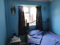 DOUBLE ROOM FOR RENT £450 A MONTH - 5 MINS FROM ACTON TOWN STATION