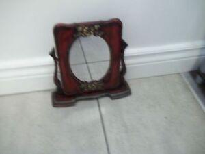 Joli miroir pivotant  : $ 5.