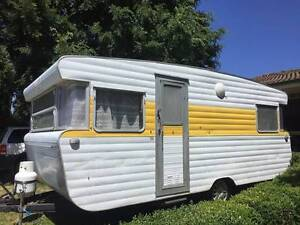18ft Viscount Caravan with Annex, Kitchenette, double bed REDUCED Berwick Casey Area Preview