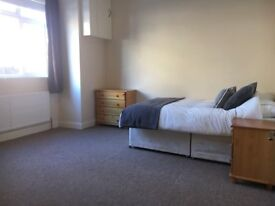 Huge room in Ealing close with station!