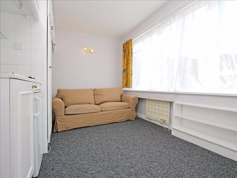 Smart and fully self-contained studio apartment, available to let furnished in W2