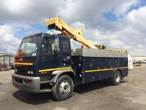 2006 GMC T8500 Bucket Truck at Auction