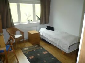 West London - Lovely Modern Double Sized Room to Let in Contemporary Flat