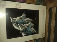 BEAUTIFUL FRAMED PICTURE OF 2 WOLFS ( LIKE NEW CONDITION )