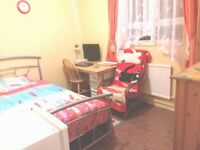 Sunny spacious room, clean quiet flat in 2nd zone, Clapham South tube 5'walk, Northern Line