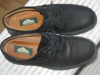 Womans Cedar Ridge Shoes Size 8